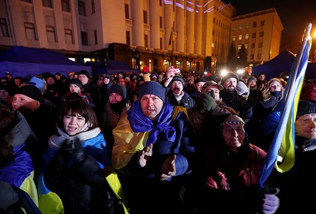 Протестующие возле офиса Зеленского во время «нормандского саммита»