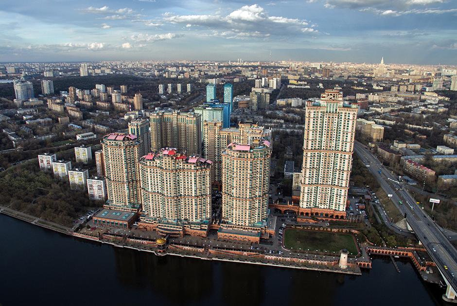 Комплекс «Алые паруса» — тоже «корабль» Лужкова. Он стал первым исключительно жилым высотным проектом в Москве (годы строительства — 2001-2016).