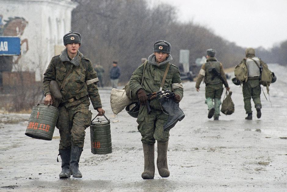 Российские военнослужащие в 40 километрах от Грозного, 14 декабря 1994 года