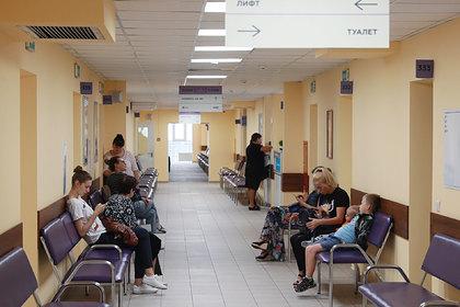 Россиянам захотели разрешить обращаться в поликлиники без полиса ОМС