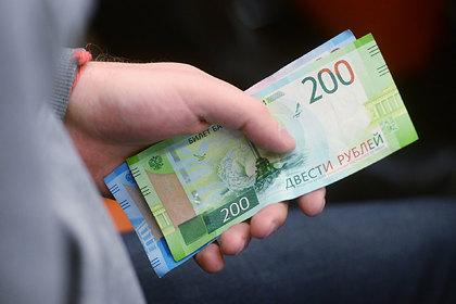 Российским бюджетникам срезали зарплаты после подарка от губернатора