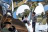 """Необычный арт-объект тут же облюбовали дети. Вообще Чжанчжоу — промышленный центр (как и почти все города в Китае). Город активно развивается, трущобы здесь соседствуют с возводимыми небоскребами. В апреле 2015-го о существовании Чжанчжоу узнали во всем мире: на местном заводе по производству параксилола <a href=""""https://ria.ru/20150409/1057497626.html"""" target=""""_blank"""">произошел</a> взрыв, что привело к возгоранию трех резервуаров с нефтью. Пожар тушили несколько дней. Из района рядом с заводом пришлось эвакуировать почти 30 тысяч человек."""