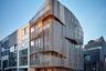 В отдельную категорию в этом году выделили все проекты из Амстердама. Лучшим стал жилой комплекс, построенный из дерева. За реинкарнацию избы отвечали архитекторы бюро GG-loop.
