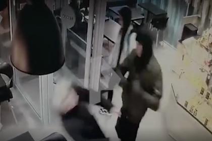 Избиение 18-летней россиянки семью парнями из-за ориентации попало на видео