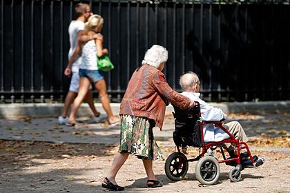Франция пошла на уступки протестующим из-за пенсионной реформы