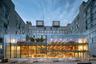 Еще одна почти полностью стеклянная конструкция в списке победителей — общественное пространство в Смит-кампусе Гарвардского университета. Авторов проекта из бюро Hopkins Architects наградили за лучшее использование естественного света.