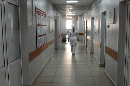 Клиника решила через приставов вернуть россиянам живущую там с рождения дочь