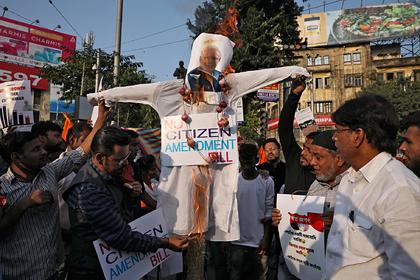 Индийцы массово взбунтовались из-за гражданства для мусульман