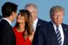 Мелания Трамп здоровается с премьер-министром Канады Джастином Трюдо во время фотографирования на саммите G7 в Биаррице. Тогда мировые лидеры вместе со своими супругами собрались для традиционного «семейного» фото. Фотожурналист сфокусировал свой объектив на президенте Трампе, одновременно следя за первой леди. Ее спонтанное и мимолетное взаимодействие с Трюдо произошло так быстро, что было почти незаметным. Через несколько минут после окончания мероприятия пользователи сети уже вовсю ретвитили это изображение и создавали с ним мемы. Автор уверен, что это подчеркивает, что даже в толпе фотографов, сосредоточенных на одних и тех же предметах, есть возможность запечатлеть что-то уникальное и потенциально вирусное.