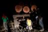 Индейцы из племени гуахаджара (так называемые «лесные стражи») задерживают браконьера во время рейда по незаконной вырубке лесов недалеко от города Амаранте в Бразилии. Фотограф следовал за ними в течение семи дней: он уверен, что такую миссию можно сравнить с бегом на длинные дистанции. По его словам, они прошли много миль без питьевой воды, еды, палаток и достаточного количества оружия. Гуахаджары верят, что они защищают свою землю, как было предопределено их предками. Нередко с другой стороны по активистам открывают огонь. «Я иду спать, и я никогда не забуду, как мой дедушка перед смертью сказал, что однажды я буду защищать нашу землю ценой своей собственной жизни», — сказал один из активистов по прозвищу Волк. Поимка лесоруба парализовала работу лесопилки по крайней мере на несколько дней.