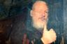 Основатель WikiLeaks Джулиан Ассанж прибыл в Вестминстерский магистратский суд после ареста. Журналисты в течение семи лет ждали, когда он покинет посольство Эквадора: время от времени ходили слухи, что он уезжает, и тогда приходилось пробираться в Найтсбридж и дежурить у здания. Когда стало известно, что Ассанж взят под стражу, автор фото поспешила в суд — на случай, если главу WikiLeaks доставят именно туда, а позднее выяснила, что он будет во втором полицейском фургоне в колонне. Несмотря на то что офицеры оттесняли сотрудников СМИ, кадр удалось поймать даже сквозь тонированное стекло. «Вы должны зажать объектив как можно ближе к окну движущегося автомобиля и включить вспышку, чтобы осветить объект через стекло. Мне сказали, что изображение напоминает картину маслом. Это отчасти из-за цвета тонированного окна, а отчасти потому, что изображение не совсем четкое!» — поделилась секретом Ханна МакКей.
