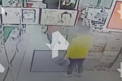 Россиянин открыл стрельбу в магазине из-за глазированного сырка