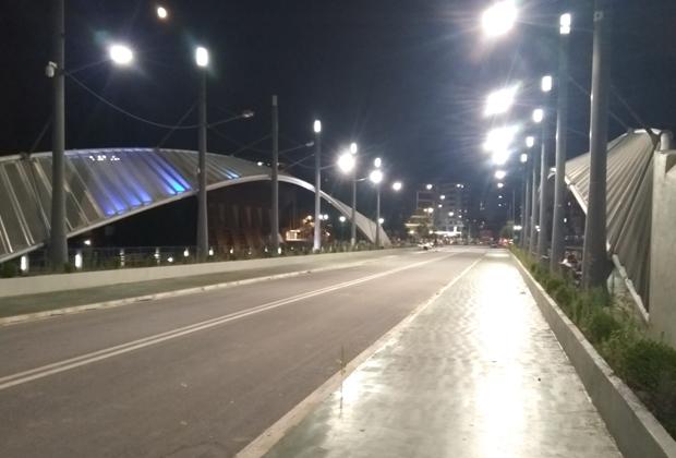 Мост между сербской и албанской частями Косовска-Митровицы