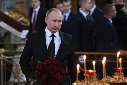 Путин почтил память Лужкова