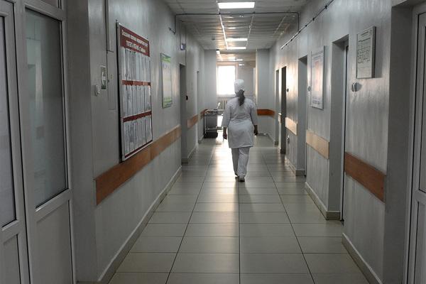Органы опеки подали иск против родителей живущей в клинике девочки