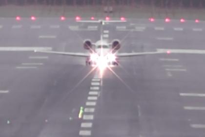Опасная посадка пассажирских самолетов в ураган попала на видео