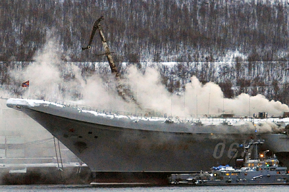 Пожар на крейсере «Адмирал Кузнецов» Фото: Лев Федосеев / ТАСС