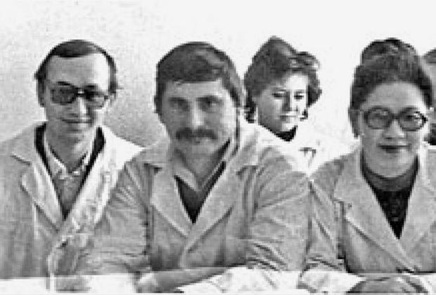 Василий Кулик (слева)