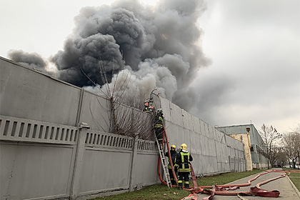 Пожар на складе тканей в Москве разросся до площади футбольного поля