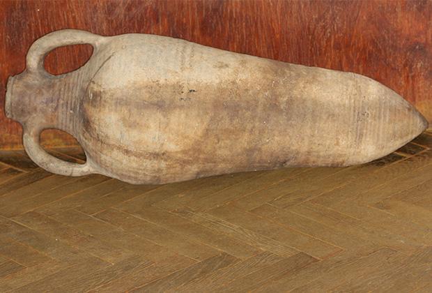 Античная амфора IV века н.э., найденная в реке к северу от Курска. Курский краеведческий музей