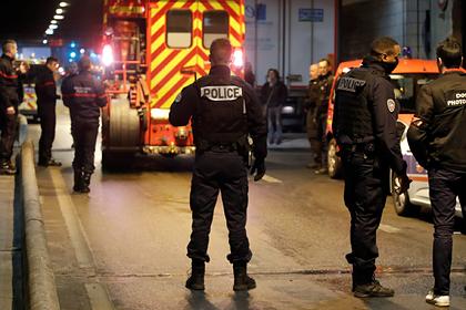 Мужчина напал с ножом на полицейских в Париже