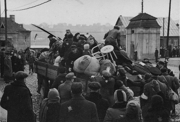 При ликвидации каунасского гетто осенью 1943 года часть молодых и трудоспособных евреев была отправлена в концлагерь Вайвара