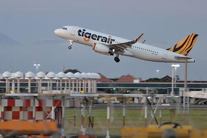 Пассажирский самолет совершил экстренную посадку из-за загадочного зловония