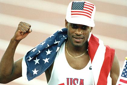 Автобус с олимпийским чемпионом въехал в мост