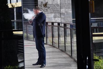 Названо число курящих вейпы россиян