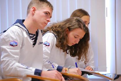 Российские школьники написали Конституционный диктант