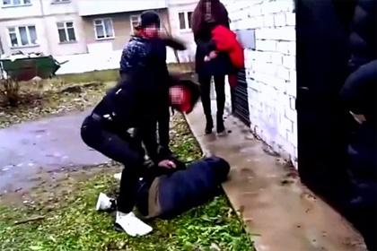 Жестокое избиение российского подростка попало на видео