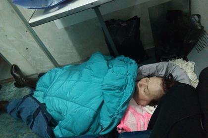 Россиянку с инсультом повезли в больницу на полу вагона