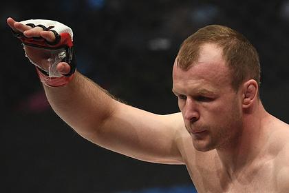 Россиянин Шлеменко задушил бывшего бойца UFC