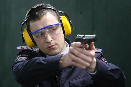 Полицейские застрелили порезавшего мать буйного россиянина