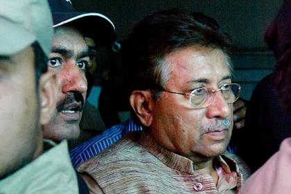 Первез Мушарраф (справа)