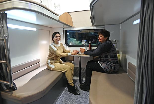 Макет нового спального вагона в зале ожидания Казанского вокзала в Москве