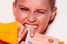 С этими тональными кремами можно удалить приложение Facetune. Selfie Queen Foundation скрывает недостатки, подсвечивает и выравнивает кожу. Кремы представлены в трех оттенках.