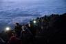 Альпинисты над слоем облаков взбираются на вершину японской горы Фудзи, чтобы посмотреть на восход Солнца. Фудзияма — самая высокая точка во всей Японии, и насладиться видом с нее мечтают все настоящие туристы. Из-за обилия желающих на горе нередко скапливаются предрассветные пробки.