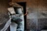 Турок пытается сфотографировать повреждения в доме после минометного обстрела города Акчакале сирийскими курдами. Мишенями октябрьского минометного обстрела стали административные здания. Кроме того, были обстреляны журналисты, которые вели трансляцию с крыши одного из домов на границе Турции и Сирии.