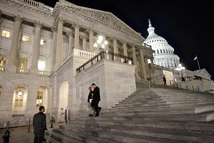 США выделят на работу правительства почти полтора триллиона долларов