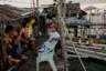 К деревне не подведено электричество, поэтому местные жители используют солнечные батареи— их можно увидеть на многих крышах. В основном электричество используют для просмотра телевизора — одного на несколько семей. А в те дни, когда энергии недостаточно, соседи коротают вечера за азартными играми.