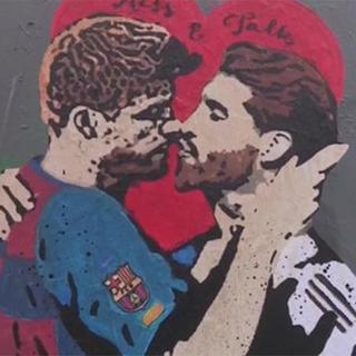 Рисунок с целующимися игроками «Барселоны» и «Реала» вызвал споры среди фанатов