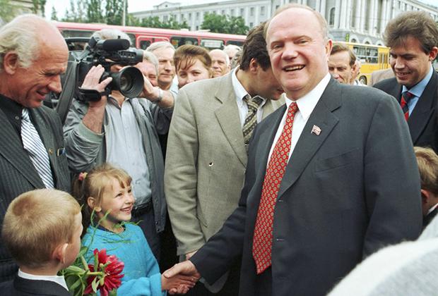 Геннадий Зюганов на встрече с избирателями в Курске, июль 1999 года