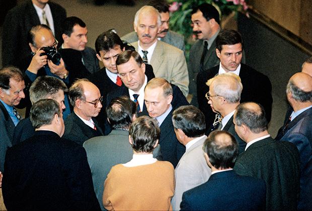 Премьер-министр Владимир Путин в Госдуме, 27 ноября 1999 года
