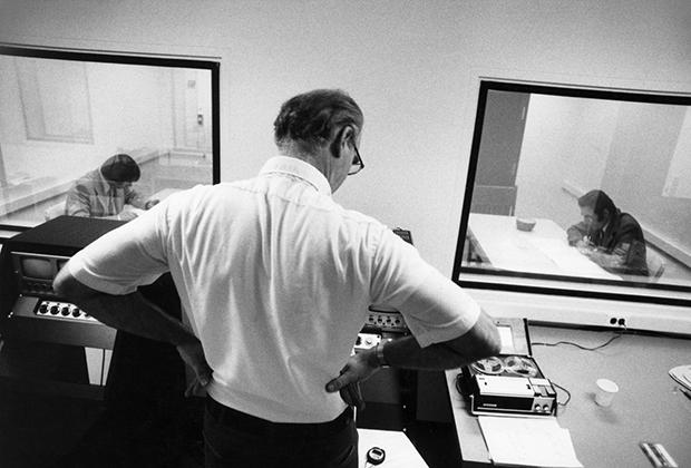 Томас Бушар-младший проводит эксперимент над близнецами Джимами
