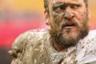 Только что 31-летний Майк Персон атаковал соперника из «Вашингтон Редскинс» в матче регулярного чемпионата Национальной футбольной лиги (НФЛ). Вот что называется «грязная работа».
