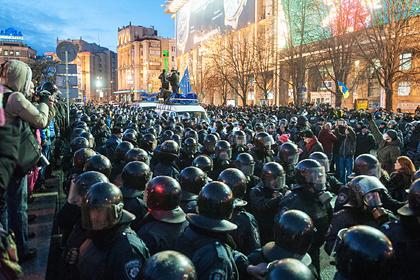 Сотрудники спецподразделения «Беркут» МВД Украины во время акции протеста сторонников евроинтеграции в Киеве