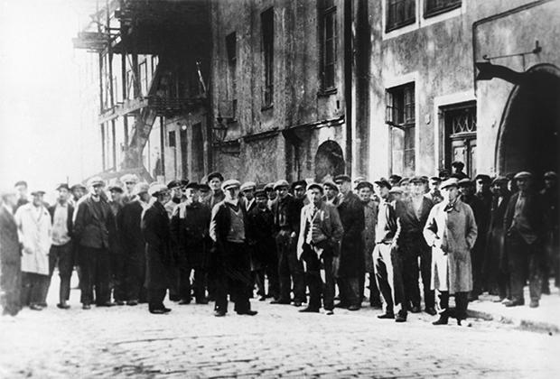 Безработные у биржи труда. Таллин, 1920-е годы