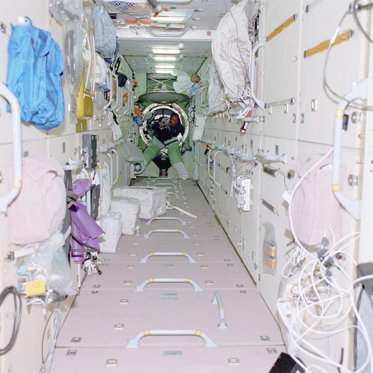 модуль Заря, до того как его стали использовать как склад.