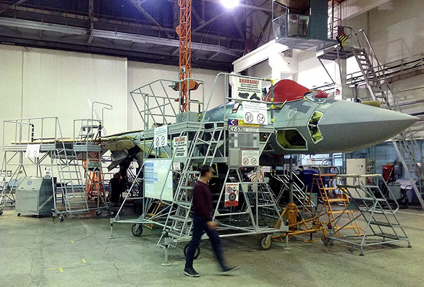 Первый серийный Су-57 в цехе КнААЗ